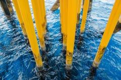 Πετρέλαιο και φυσικό αέριο που παράγουν τις αυλακώσεις Στοκ Φωτογραφία