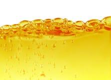 Πετρέλαιο με τις αεροφυσαλίδες στο λευκό Στοκ Φωτογραφία