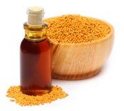 Πετρέλαιο μουστάρδας με το σιτάρι στοκ φωτογραφία με δικαίωμα ελεύθερης χρήσης