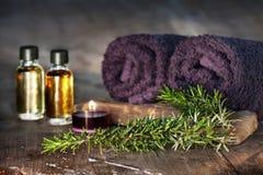 Πετρέλαιο της Rosemary για τη χαλάρωση των λουτρών Στοκ φωτογραφία με δικαίωμα ελεύθερης χρήσης