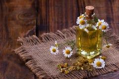 Πετρέλαιο Chamomile aromatherapy Στοκ Εικόνες