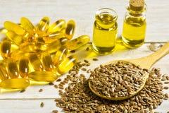 Πετρέλαιο Flaxseeds και λιναρόσπορου στοκ φωτογραφίες με δικαίωμα ελεύθερης χρήσης