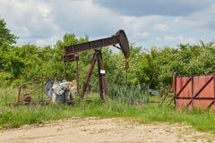 Πετρελαιοπηγή σε ένα τοπίο Στοκ Εικόνες