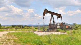 Πετρελαιοπηγή σε ένα τοπίο Στοκ Εικόνα