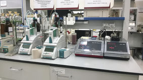 Πετροχημικό εργαστήριο Εξοπλισμός για τη χημική ανάλυση Στοκ Εικόνες