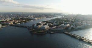 Πετρούπολη Άγιος Ρωσία πανοραμική θέα του οβελού του νησιού Vasilyevsky απόθεμα βίντεο
