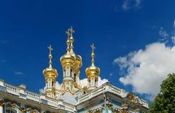 Πετρούπολη, Ρωσία - 29 Ιουνίου 2017: Tsarskoe Selo η εκκλησία καλύπτει χρυ&sigm Στοκ φωτογραφία με δικαίωμα ελεύθερης χρήσης