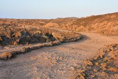 Πετρώδης δρόμος στην ηφαιστειακή έρημο Στοκ φωτογραφίες με δικαίωμα ελεύθερης χρήσης