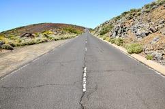 Πετρώδης δρόμος στην ηφαιστειακή έρημο Στοκ Εικόνα