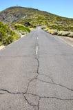 Πετρώδης δρόμος στην ηφαιστειακή έρημο Στοκ εικόνα με δικαίωμα ελεύθερης χρήσης