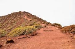 Πετρώδης δρόμος στην ηφαιστειακή έρημο Στοκ Φωτογραφία