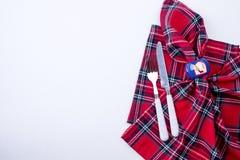 Πετσέτα και μαχαιροπήρουνα για τον πίνακα Χριστουγέννων Ντεκόρ και επιτραπέζιο σκεύος στοκ φωτογραφία με δικαίωμα ελεύθερης χρήσης