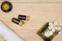 Πετσέτα, κερί, και πετρέλαιο λουτρών Στοκ φωτογραφία με δικαίωμα ελεύθερης χρήσης
