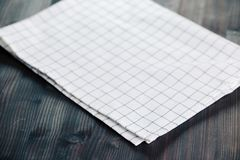 Πετσέτα στον πίνακα στην προοπτική Στενή επάνω τοπ χλεύη άποψης πετσετών επάνω για το σχέδιο Στοκ φωτογραφία με δικαίωμα ελεύθερης χρήσης