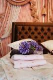 πετσέτες δωματίου ξενοδοχείου στοκ φωτογραφία με δικαίωμα ελεύθερης χρήσης