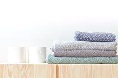 Πετσέτες εγγράφου και διπλωμένη πετσέτα Στοκ φωτογραφία με δικαίωμα ελεύθερης χρήσης