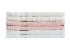 Πετσέτες λουτρών στο σωρό απομονωμένος Στοκ φωτογραφία με δικαίωμα ελεύθερης χρήσης