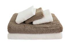 Πετσέτες λουτρών στο σωρό που απομονώνεται Στοκ εικόνα με δικαίωμα ελεύθερης χρήσης