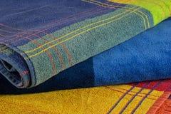 Πετσέτες παραλιών που διπλώνονται και που συσσωρεύονται Στοκ εικόνα με δικαίωμα ελεύθερης χρήσης