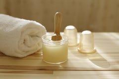 πετσέτες πετρών χαβιαριών σωμάτων λουτρών εξαρτημάτων gem milk soap spa τράπεζες μασάζ, ξεφλούδισμα στοκ εικόνες