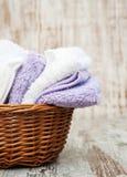 Πετσέτες στο καλάθι Στοκ φωτογραφία με δικαίωμα ελεύθερης χρήσης