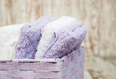 Πετσέτες στο καλάθι Στοκ Φωτογραφίες