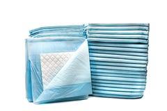 Πετσέτες τουαλετών για τα κατοικίδια ζώα που απομονώνονται στο άσπρο υπόβαθρο μαξιλάρια απόδειξης διαρροών για τα κατοικίδια ζώα Στοκ Εικόνες