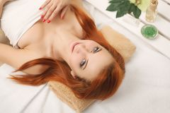 πετσέτες του Μπαλί αρώματος relaxation spa Προσοχή σώματος γυναικών Όμορφο προκλητικό καυκάσιο κορίτσι Ι Στοκ φωτογραφία με δικαίωμα ελεύθερης χρήσης