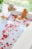πετσέτες του Μπαλί αρώματος relaxation spa Προσοχή σώματος γυναικών Λουτρό λουλουδιών Ομορφιά skincare Στοκ φωτογραφίες με δικαίωμα ελεύθερης χρήσης