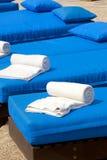 Πετσέτες Poolside Στοκ εικόνα με δικαίωμα ελεύθερης χρήσης
