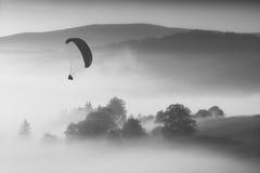 πετώντας βουνά Μονοχρωματικά χρώματα Στοκ Φωτογραφία