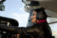 πετώντας γυναίκα αεροπλά Στοκ Φωτογραφίες