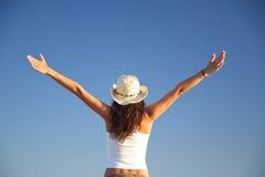 πετώντας γυναίκα καπέλων Στοκ φωτογραφία με δικαίωμα ελεύθερης χρήσης