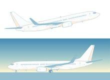 Πετώντας επιβατηγό αεροσκάφος του Boeing Στοκ φωτογραφία με δικαίωμα ελεύθερης χρήσης