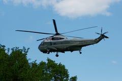 Πετώντας ελικόπτερο στον ουρανό στην Ουάσιγκτον Στοκ εικόνες με δικαίωμα ελεύθερης χρήσης