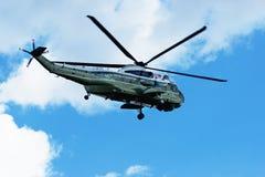 Πετώντας ελικόπτερο στον ουρανό στην Ουάσιγκτον Στοκ Εικόνα