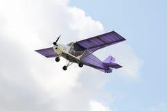 Πετώντας ιδιωτικό αεροπλάνο Στοκ εικόνα με δικαίωμα ελεύθερης χρήσης