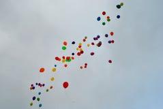 Πετώντας μπαλόνια στον ουρανό Στοκ Εικόνα