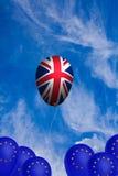 Πετώντας μπαλόνι με σημαία του Ηνωμένου Βασιλείου Στοκ Εικόνα