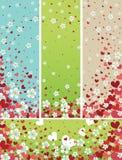 Πετώντας λουλούδια άνοιξη και κόκκινο υπόβαθρο καρδιών Στοκ Εικόνα