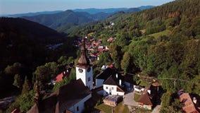 Πετώντας πέρα από την εκκλησία σε Spania Dolina, Σλοβακία φιλμ μικρού μήκους