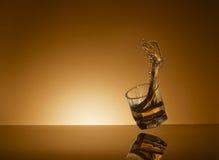 Πετώντας ποτήρι του ουίσκυ Στοκ Εικόνα