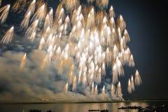 Πετώντας πυροτεχνήματα σκουπών Στοκ εικόνα με δικαίωμα ελεύθερης χρήσης