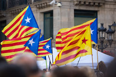 Πετώντας σημαίες της Καταλωνίας Στοκ Φωτογραφίες