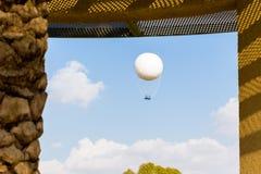 Πετώντας στα ύψη άποψη παραθύρων ουρανού μπαλονιών ζεστού αέρα Στοκ Εικόνες