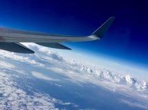 Πετώντας στα ύψη οι ουρανοί Στοκ φωτογραφία με δικαίωμα ελεύθερης χρήσης