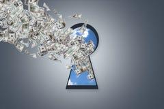 Πετώντας τραπεζογραμμάτια δολαρίων μέσα στη βασική τρύπα Στοκ Φωτογραφίες