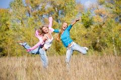 πετώντας φίλοι δύο Στοκ φωτογραφία με δικαίωμα ελεύθερης χρήσης