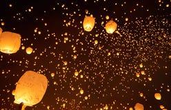 Πετώντας φανάρια στον ουρανό Στοκ εικόνες με δικαίωμα ελεύθερης χρήσης