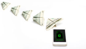 Πετώντας χρήματα από το κινητό τηλέφωνο Στοκ φωτογραφίες με δικαίωμα ελεύθερης χρήσης